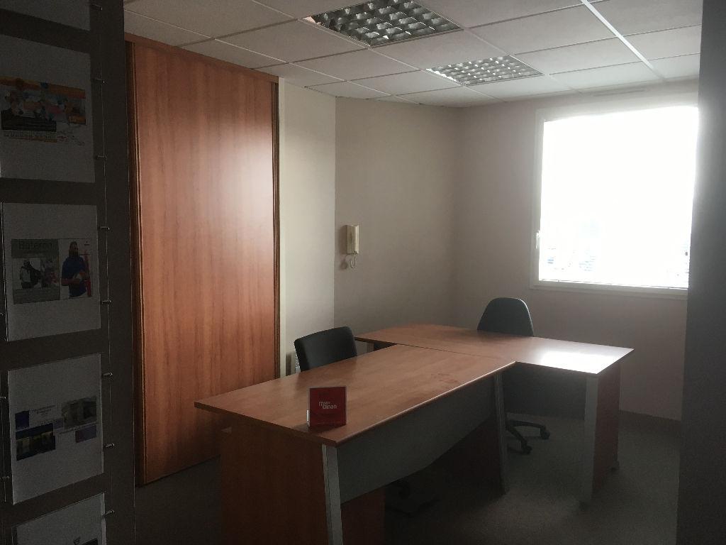 DINAN : Bureaux 3 pièces 62 m²
