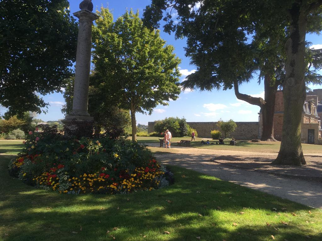 DINAN  : Au coeur du Jardin Anglais