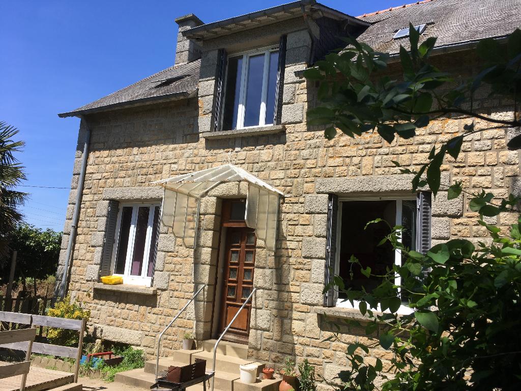 LANVALLAY  : Maison en pierre