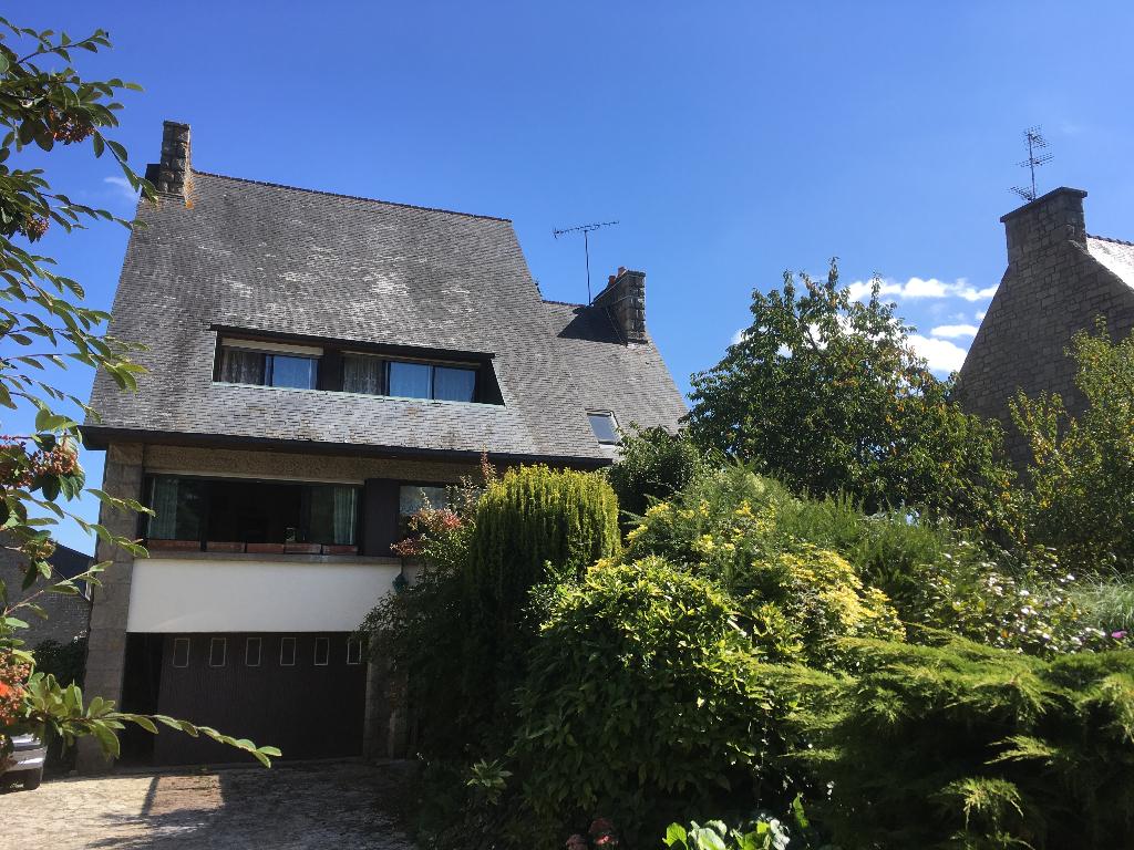 LANVALLAY : Aux portes de Dinan, maison spacieuse