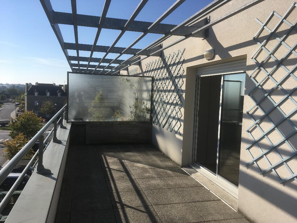 DINAN : Studio avec terrasse
