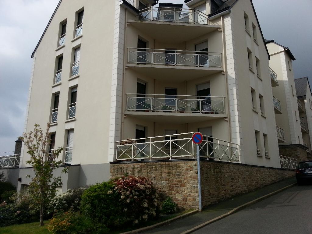 PLANCOET :   T3 avec terrasse 73 m²